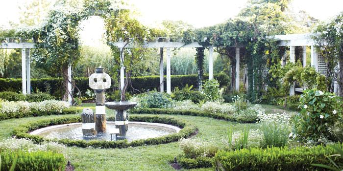 The-White-Garden-at-Fearrington