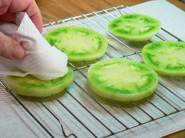 Fried-Green-Tomatoes_02_pat-dry-to-remove-liquid