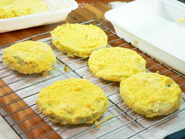 Fried-Green-Tomatoes_04_coat-and-let-rest