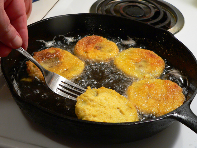 Fried-Green-Tomatoes_05_fry-until-golden-brown